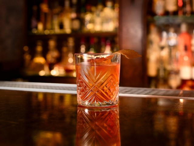 negroni-cocktail-cr-gallery-stock