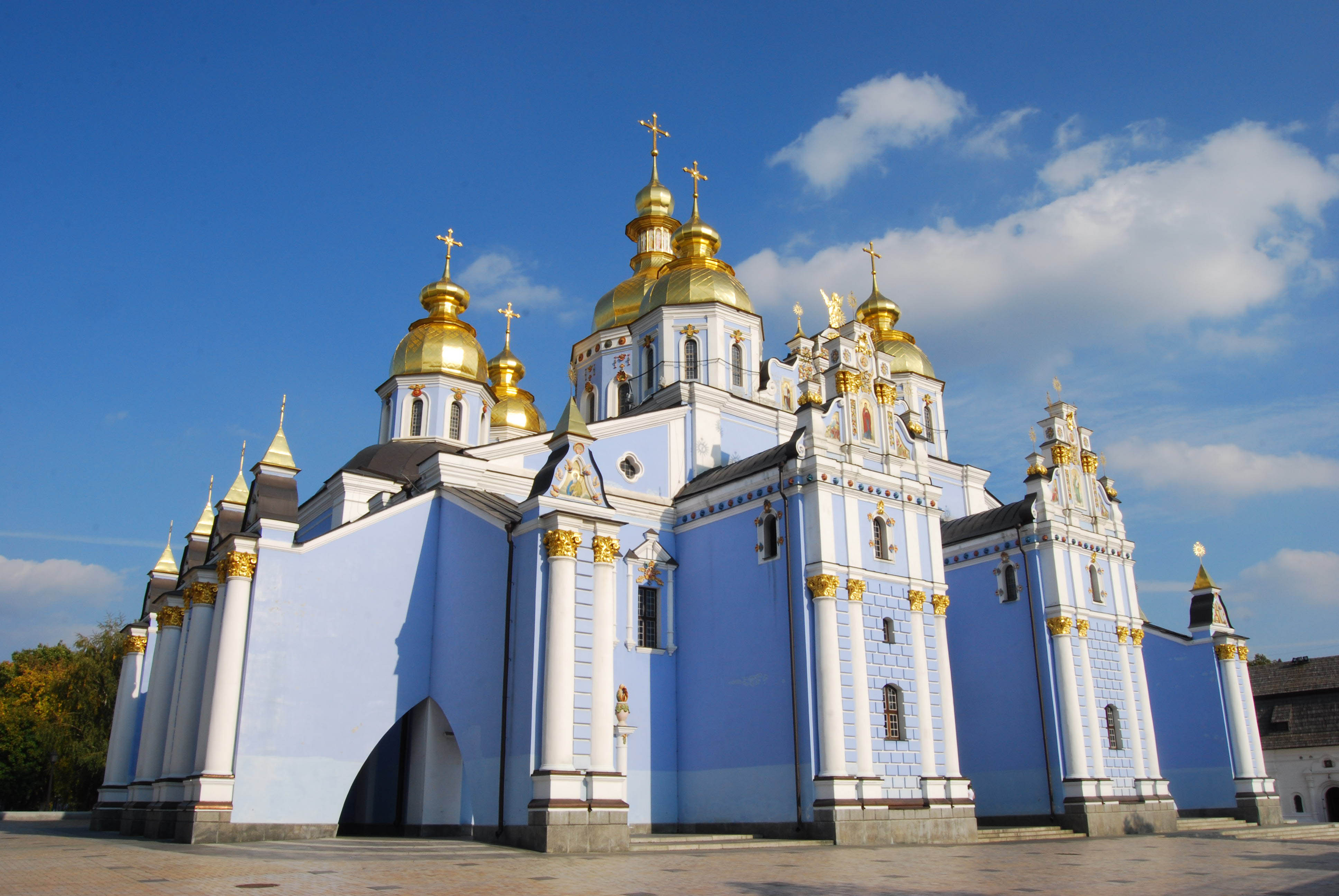 St._Michael's_Golden-Domed_Monastery,_2009.jpg